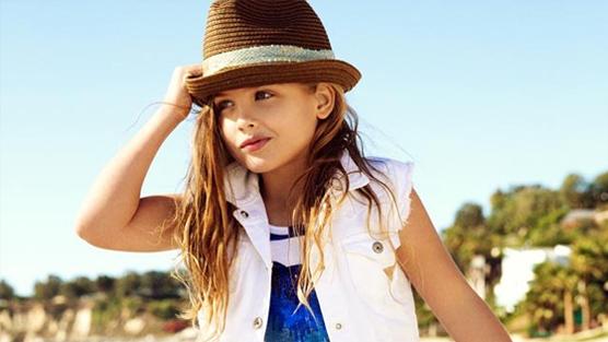 La fille d'Anna Nicole Smith, Dannielynn Birkhead, pose comme sa maman pour Guess