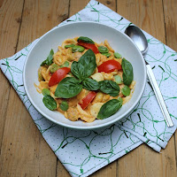 http://gourmandisesvegetariennes.blogspot.de/2015/07/pasta-mit-dicken-bohnen-ziegenkase.html