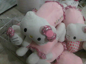 Bantal hello kitty tengkurap