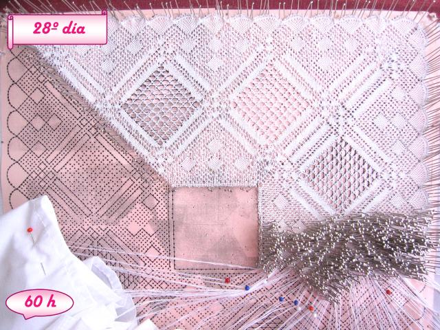 foto avance pañuelo de novia de encaje de bolillos, día 28 y 60 horas de labor realizadas