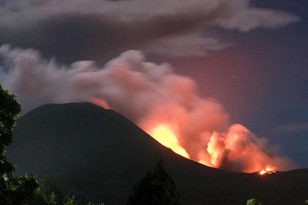 http://4.bp.blogspot.com/-qJN2R2eBQ6Q/Tip9uoudumI/AAAAAAAAHM0/WefmiBlo7iQ/s1600/indonesia-volcano-150711-05_051711.jpg