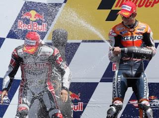 MOTO GP-Stoner lidera el Gran Premio de Estados Unidos a pesar de la pole de Lorenzo