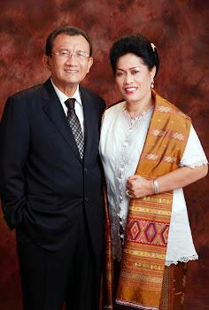 RE NAINGGOLAN dan Isteri