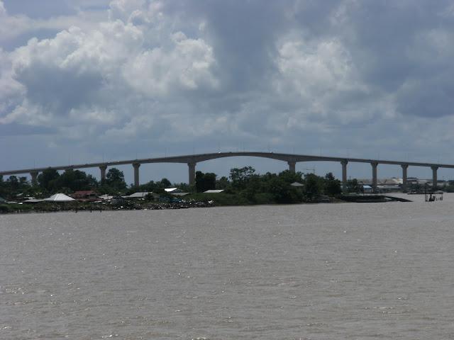 Imag Puente-Suriname.jpg