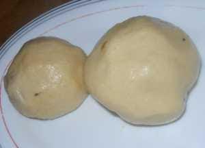 Hacer las bolas de patata.