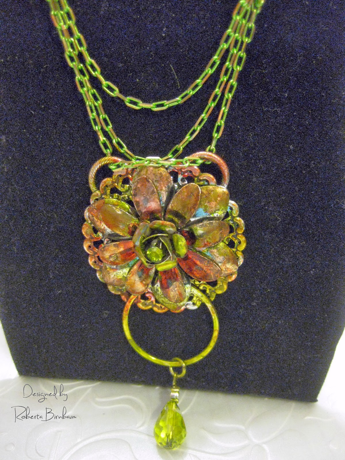 Dazzle-it floral neo chain pendant