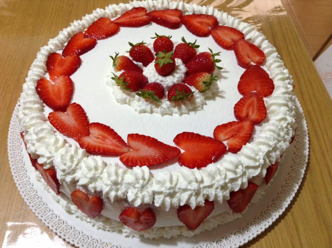 La cucina di rosa torta alle fragole for Decorazione torte con smarties