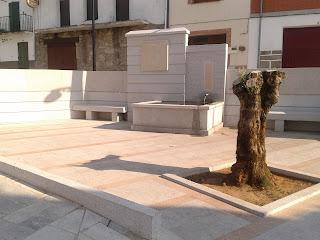 Fuente de la Plaza Salamanca, situada frente al ayuntamiento de Lagunilla