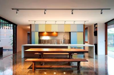 Diseño de moderna cocina de casa de madera