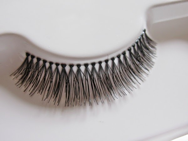 Broadway Eyes Natural Lashes Frivolous