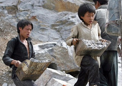 Những sự thật không thể chối bỏ - Page 2 Nguoiduatin-Lao-dong-tre-em