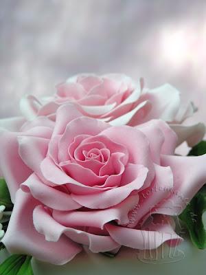 Rosen auf Hochzeitstorte