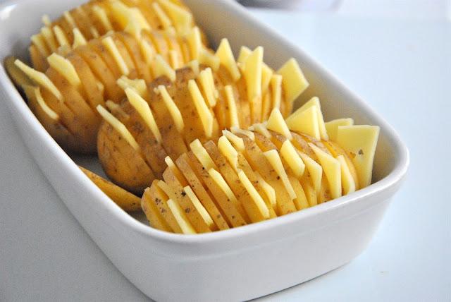 Käse in die Kartoffelritze stecken