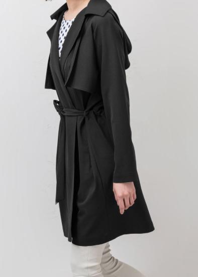 Rebajas SS 2015 fondo de armario gabardina fluida negra con capucha