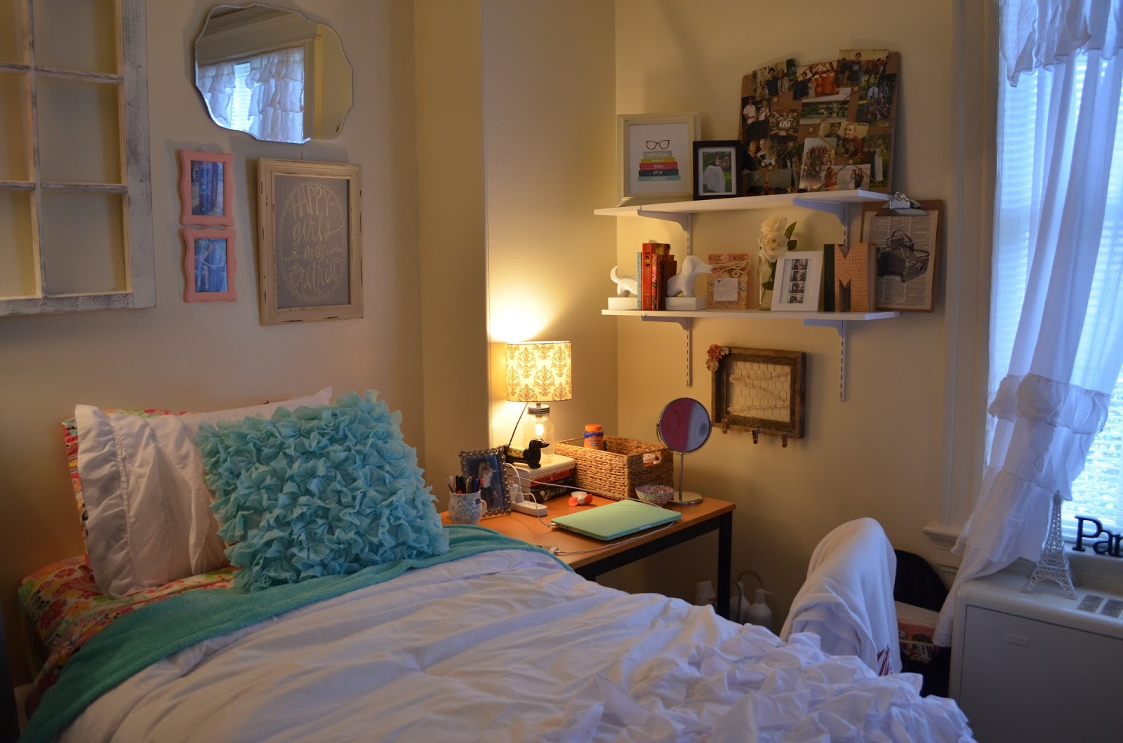 living in dorm essay Living in a small dorm room can make anyone feel claustrophobic pretty quickly it pays to get out of your room and go study or hang out elsewhere it's more than just a change of scene, you will meet more people this way.