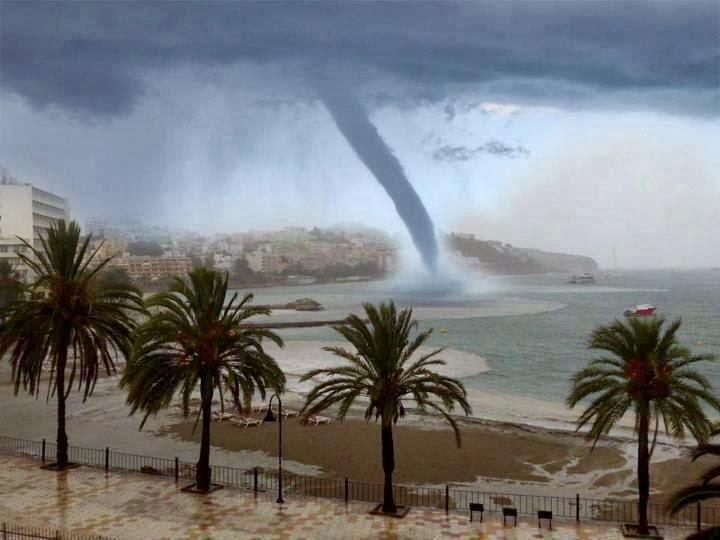 Bienvenidos al nuevo foro de apoyo a Noe #272 / 03.07.15 ~ 09.07.15 - Página 3 Tornado+en+Ibiza,el+1+de+septiembre+2012