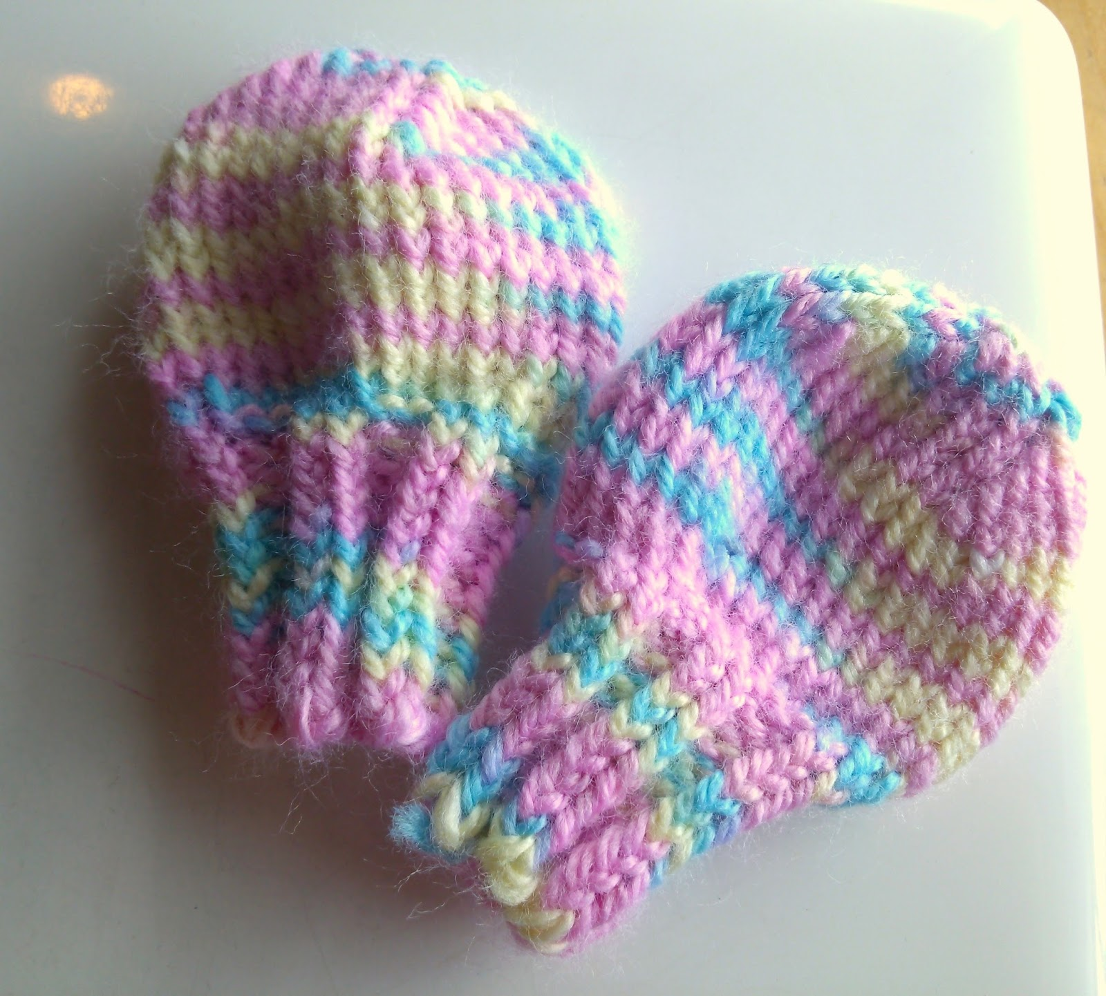 Knitting Patterns For Scratch Mittens : Newborn No Scratch Mittens knittedhome