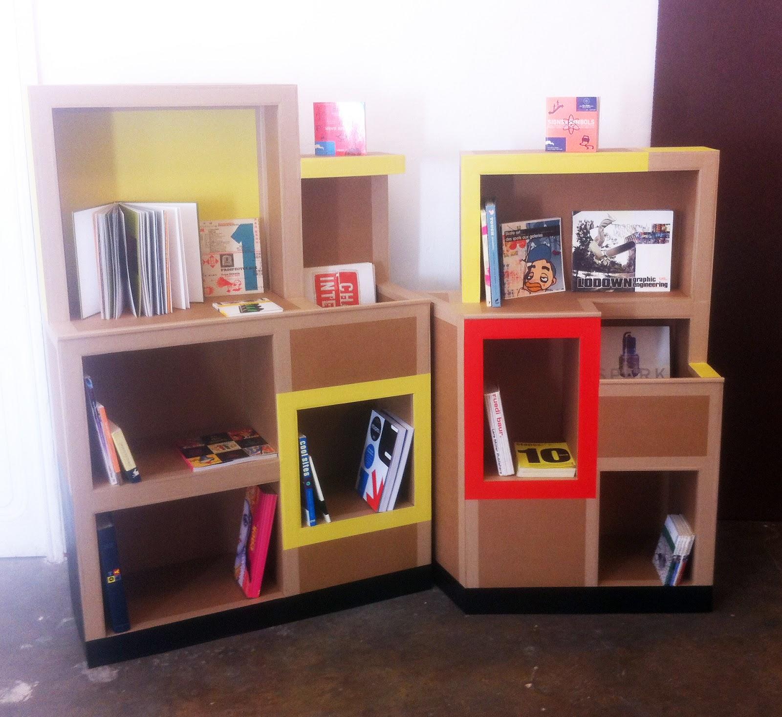 étagère présentoir, aménagement pour médiathèque, sur mesure fabriqué à Marseille par juliadesign
