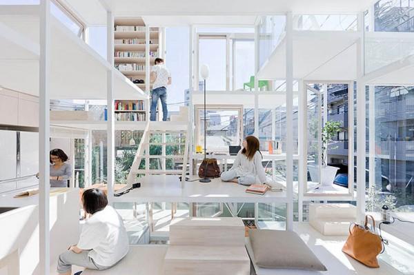 منزل شفاف في وسط طوكيو والذي رفض حتى مصممه السكن فيه !