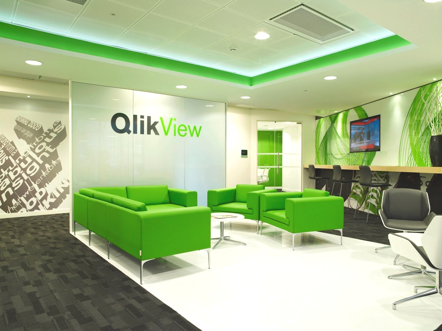 Contemporary office design qliktech england for Modern interior design for office