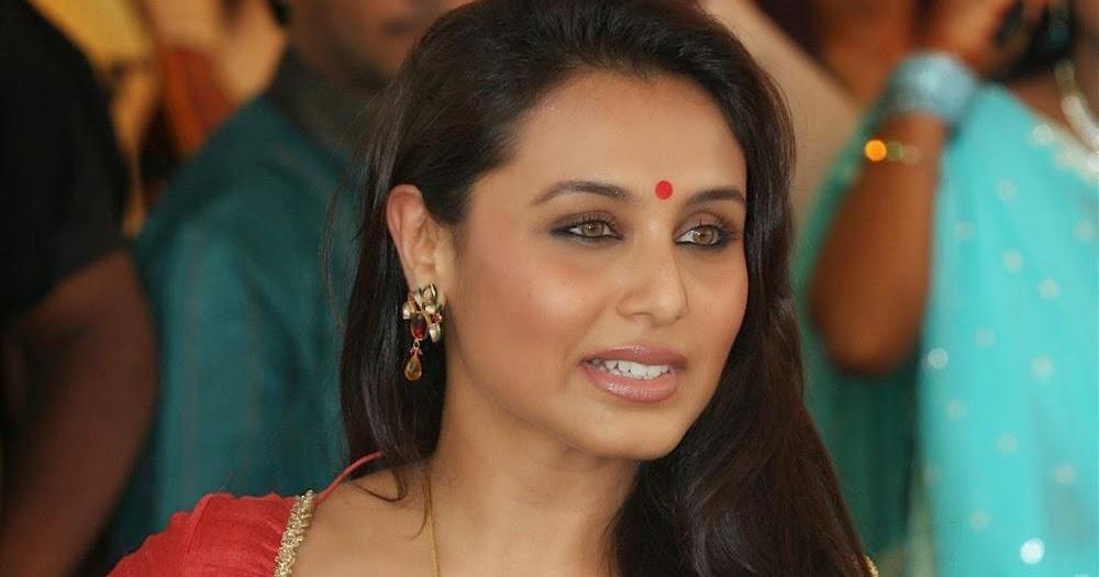 Beautiful Rani Mukherjee in Red Blouse, White Saree   Oye Its Hot