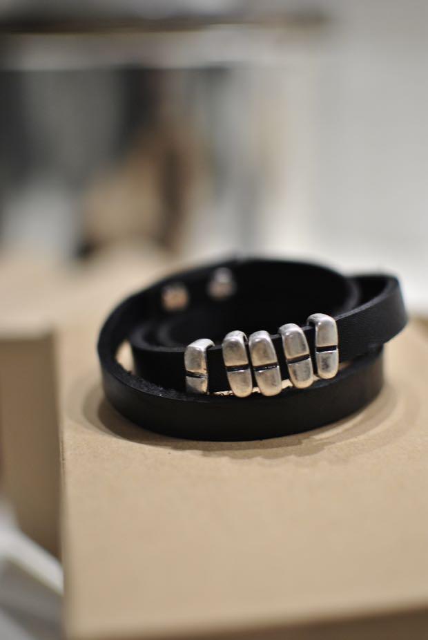 lädersmycken armband svart läder