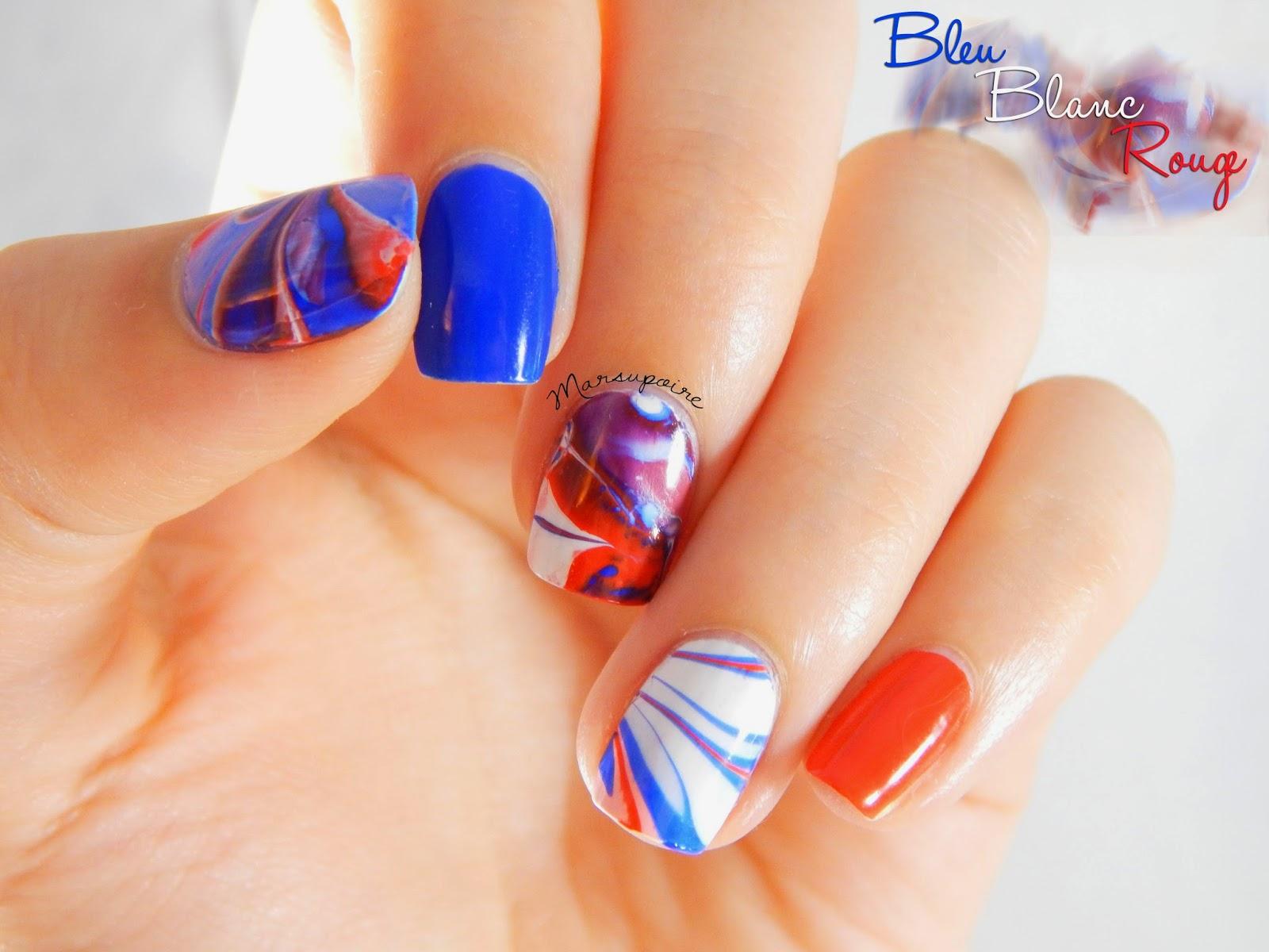 Nail art Watermarble bleu blanc rouge 1