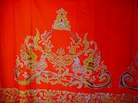 Motif Klasik Manuk Julang Padjadjaran konon digunakan oleh Prabu Siliwangi pada saat acara pernikahaanya dengan Nyi Subang Larang