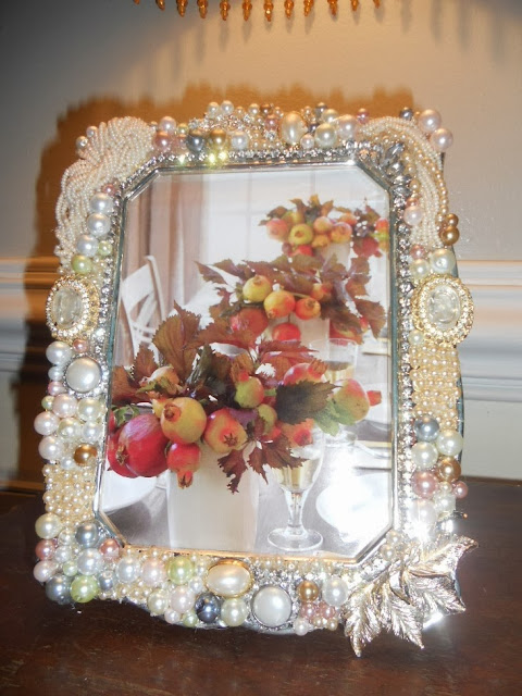Designing cottage style glammed up diy picture frame for Bungalow style picture frames