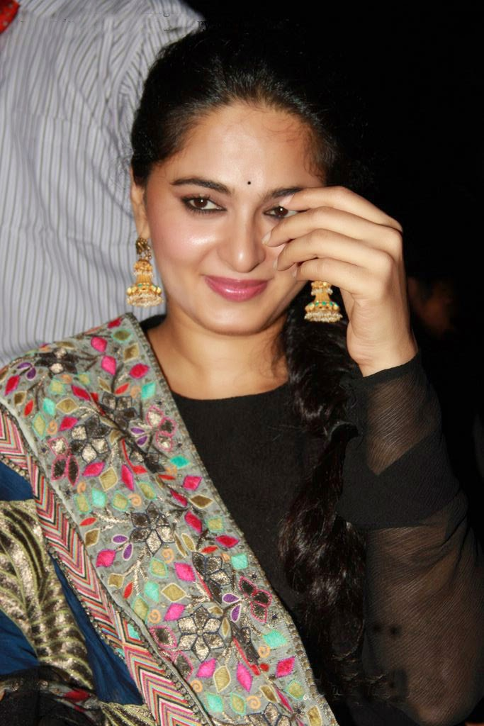 Anushka Shetty Lovely pics
