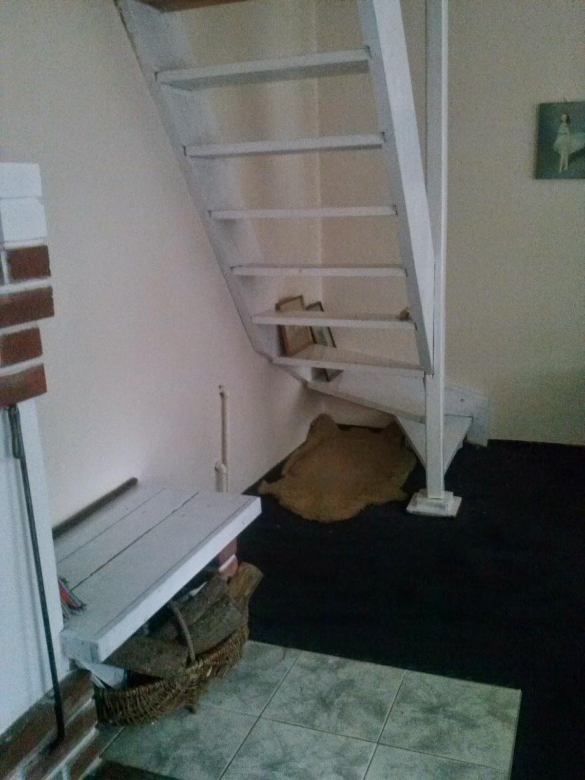 przemalowane drewniane schody