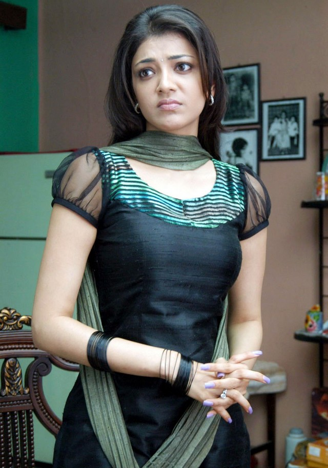 Actressmail kajal agarwal expose in hot thighs