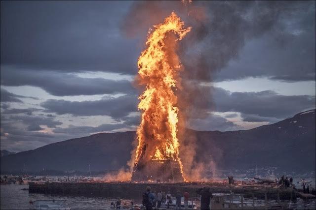 В честь рождения Иоанна Крестителя в городе Олесунн, Норвегия проводится ежегодный фестиваль на котором разжигается самый большой костер в мире