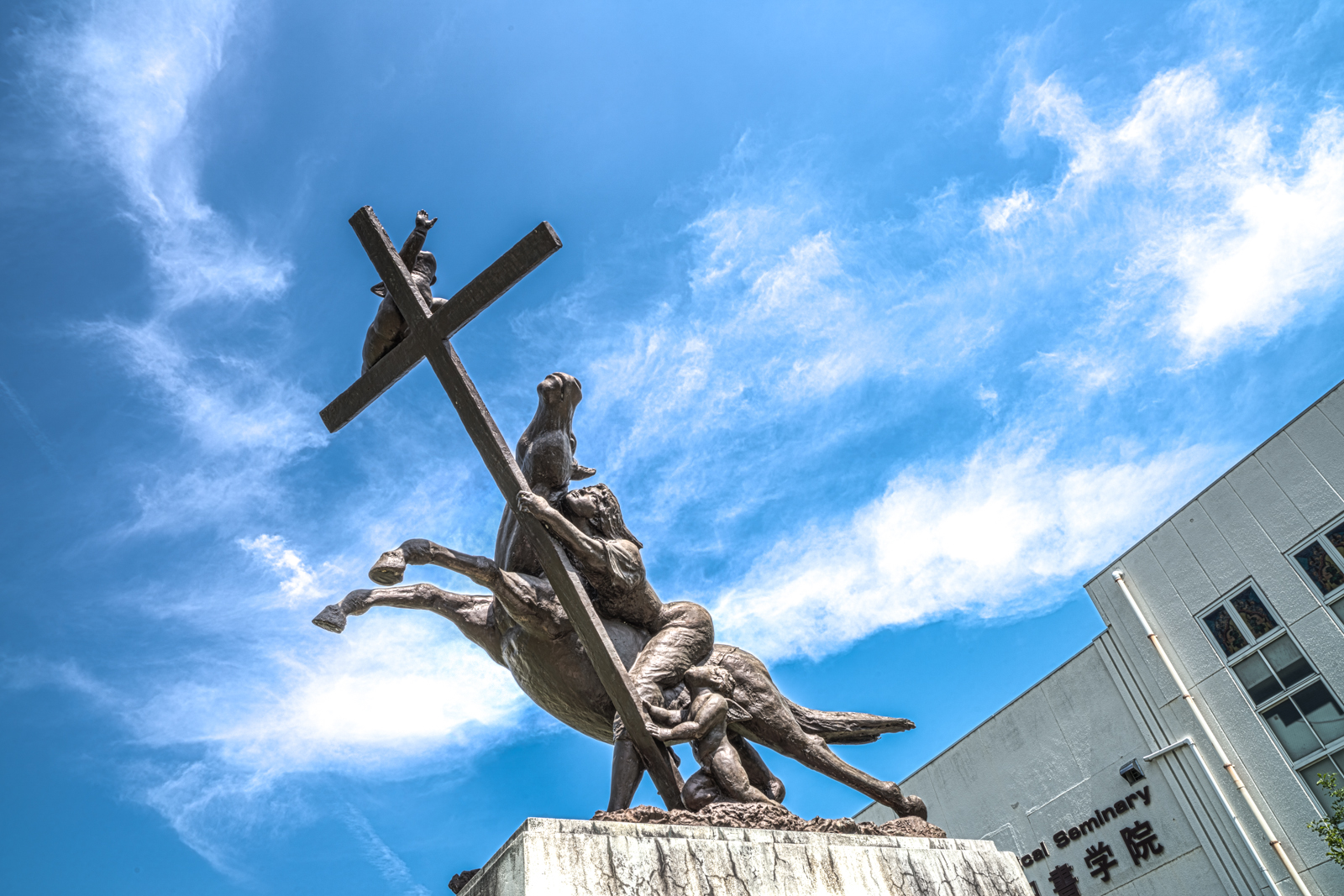 教会にあった像のHDR写真