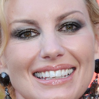 Faith Hill crooked teeth