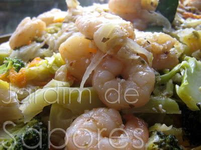 Esparguete Guarnecida com Camarões Salteados