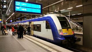 Bahnverkehr:  Interconnex zum letzten Mal gefahren – Auf den letzten Pfiff  Eine zwölfjährige Bahngeschichte ging am Samstag zu Ende. Um 20.42 Uhr fuhr zum letzten Mal der Interconnex in den Berliner Hauptbahnhof ein., aus rbb-online.de