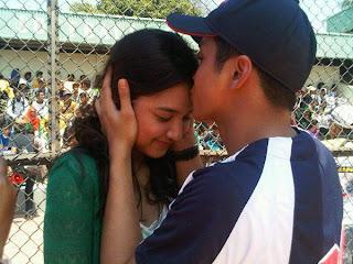 Gambar Foto Adly Fairuz dan Mikha Tambayong Ciuman Bibir Hot Tanpa Sensor