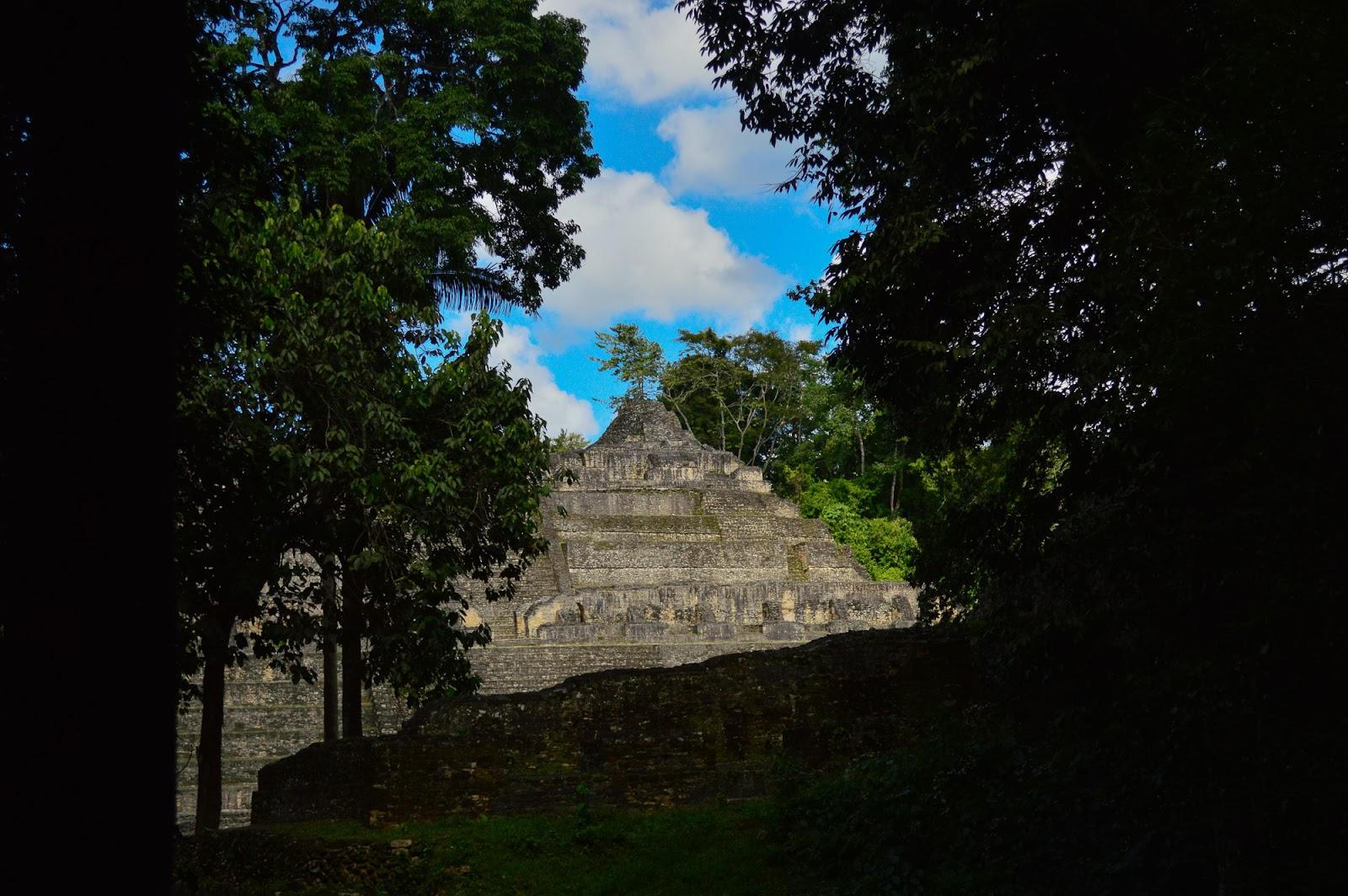 caracol belize temples