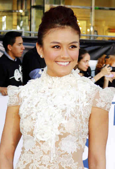 "Inilah Pose Agnes Monica di Red Carpet Film Tom Cruise ""Oblivion"""