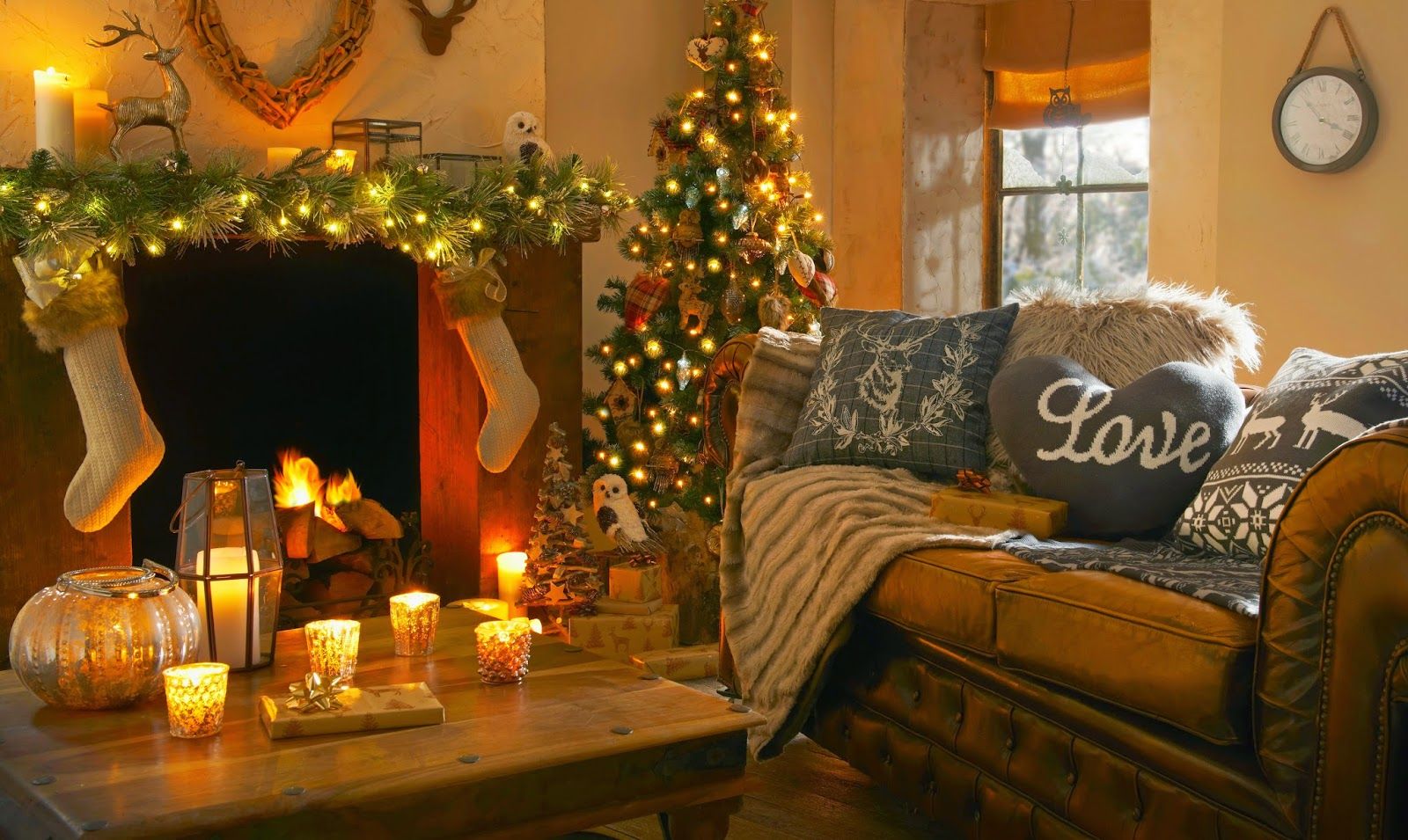 Christmas-table-decoration-with-candles-idea-wallpaper-image-5652x3376.jpg