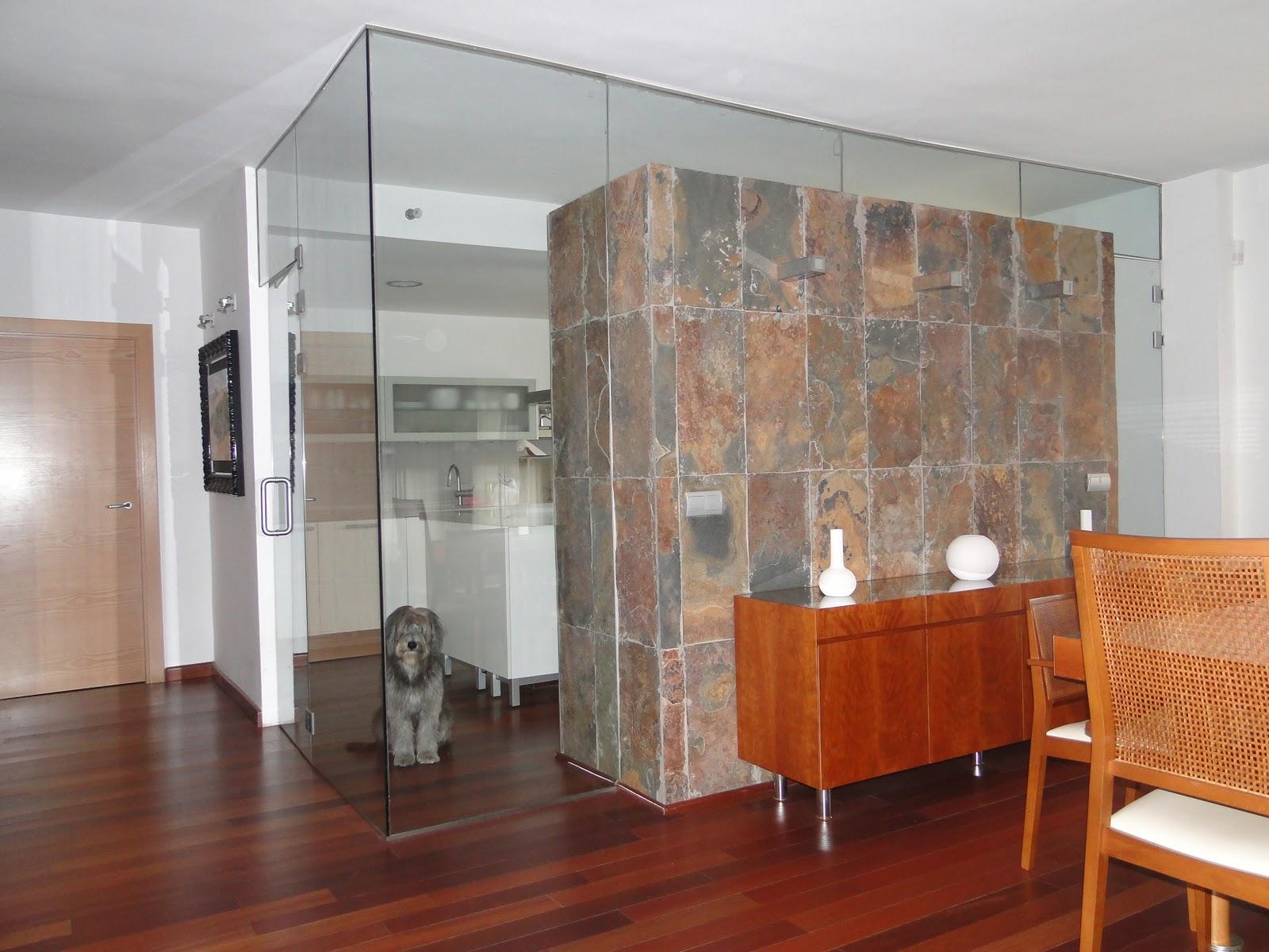 Planos low cost comedor sal n en dos niveles - Cocina salon separados cristal ...