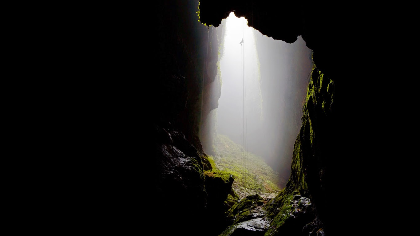 Waitomo Caves, New Zealand (© Chris McLennan/Alamy) 257