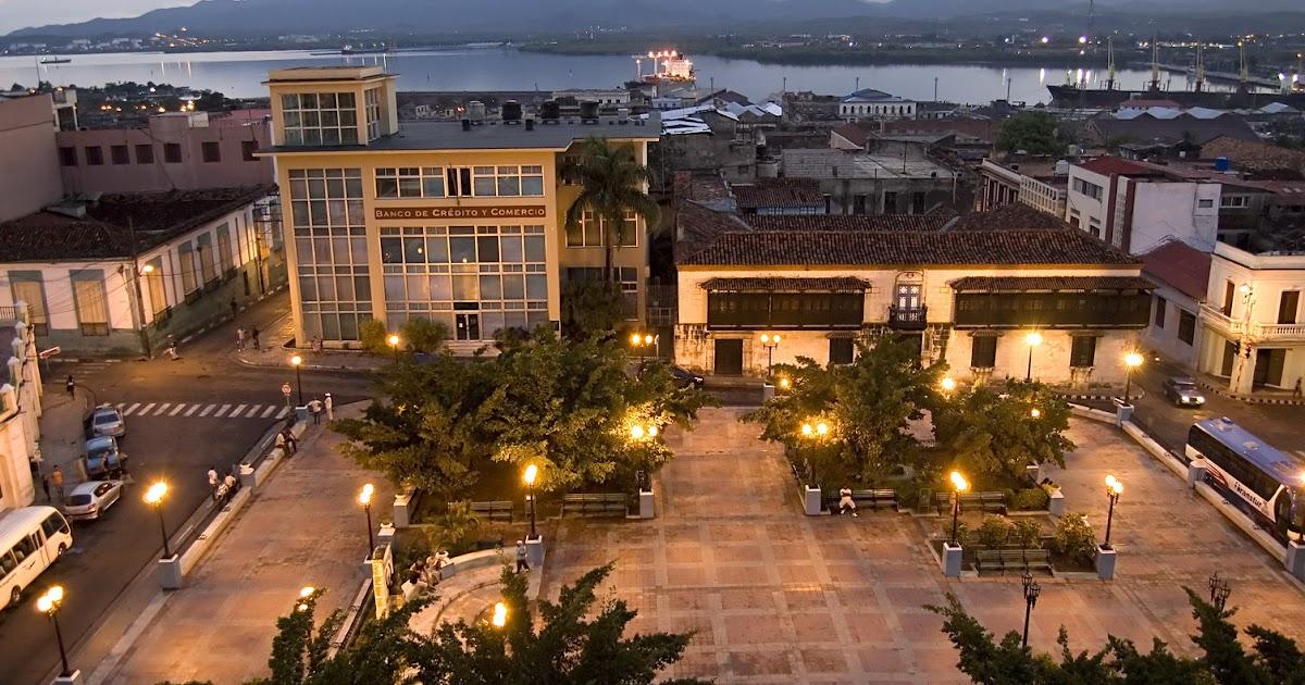 El parque c spedes en el coraz n de santiago de cuba for Ciudad santiago villas