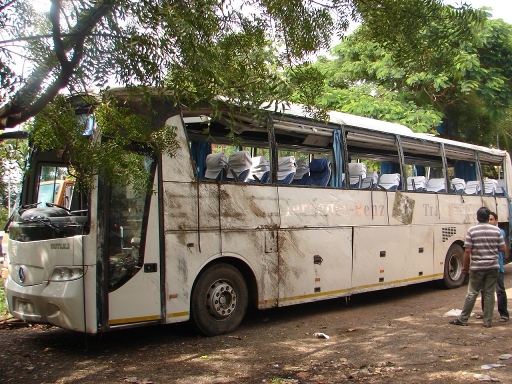 Indian Luxury Buses: Another Mercedes Bus accident ...