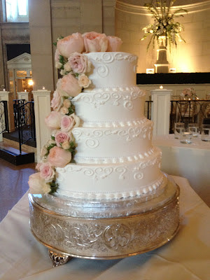 Saratoga Hall of Springs Cake Flowers - Splendid Stems Event Florals