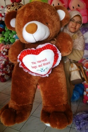 boneka beruang warna cokelat