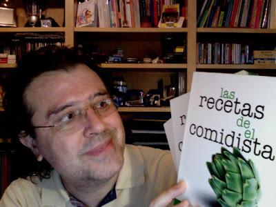 Con los tres ejemplares del libro que compré en la FNAC.