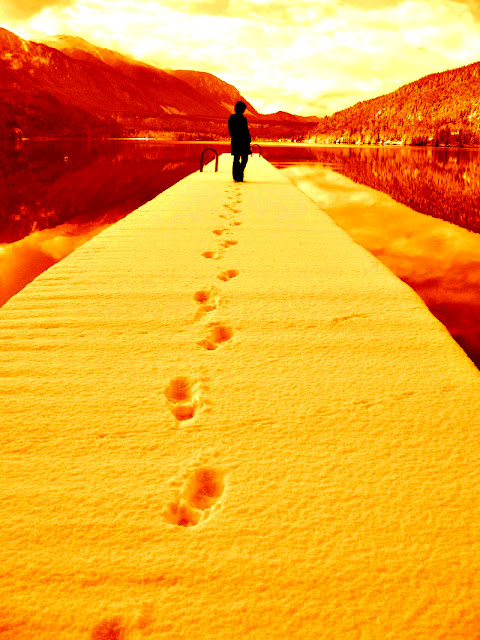 leave-your-mark-behind,walking-footprints