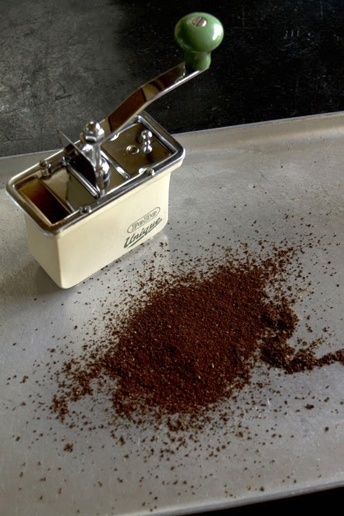 ドイツ アンティークコーヒーミルで豆を挽きました